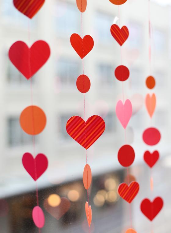 Tira de corazones sorpresas para tu pareja for Decoracion para pared san valentin